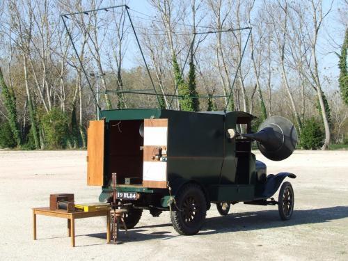 Ford T  Groupe Classe mémoire de poilus 14-18